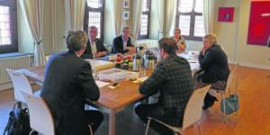 Ronde-tafel-gesprek-web-700x369